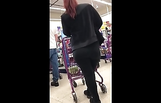 StreetCandids: Huge Juicy Ass Latina in Spandex at a Discount Store