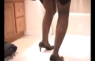 Sexy Pee Desperate Lady Is Forced To Go Out, She Can'_t Use The Toilet On Time