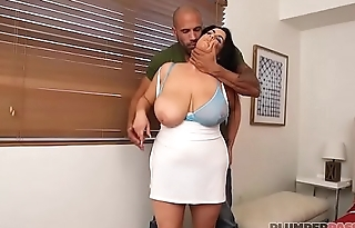 Curvy Mom Kat Bailey Loses Ring