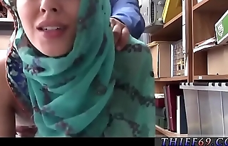 British female cop Hijab-Wearing Arab Teen Harassed For Stealing